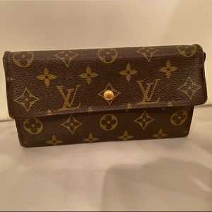 Authentic Louis Vuitton Sarah Monogram Wallet